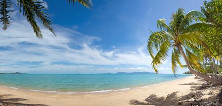 Brede mening van rustige tropische eiland strand