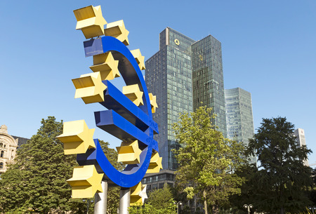 willy: FRANKFURT AM MAIN, GERMANY - JULY 2, 2015: The Euro sign in Frankfurt am Main, Germany.