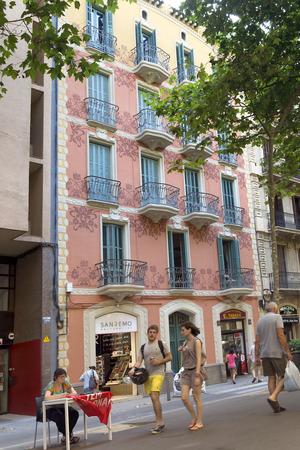 barsa: BARCELONA, SPAIN - JULY 12, 2015: Architecture along the Rambla of Barcelona, Spain.
