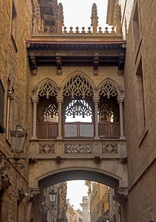 carrer: Bridge at Carrer del Bisbe in Barri Gotic, Barcelona. Spain.