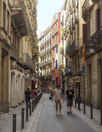 gotico: BARCELONA, ESPA�A - 06 de julio 2015: Viejas calles del Barrio G�tico de Barcelona, ??Catalu�a.