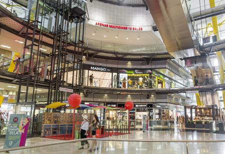 barcelone: Barcelone, Espagne - 8 juillet 2015: Intérieur du centre commercial de Las Arenas, ancienne arène de Las Arenas à Barcelone, Espagne.