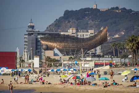 frank: BARCELONA, SPAIN - JULY 2, 2016: Frank Gehrys modern El Peix dOr sculpture is located in Barcelonas Vila Olimpica. Editorial