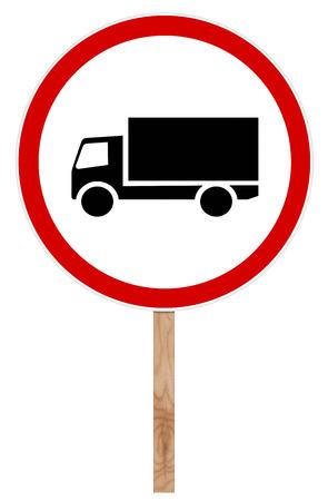 Señal de tráfico prohibitoria aislada en blanco - camión de motor