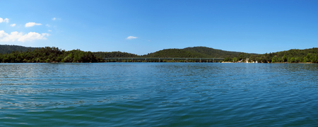 Lake St Cassien in the South of France with beautiful blue sky and water 版權商用圖片