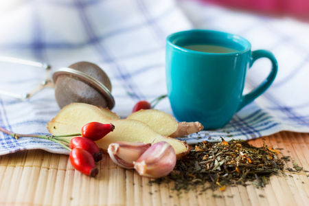 Healthy set with rose hip, ginger, garlic and green tea. 版權商用圖片