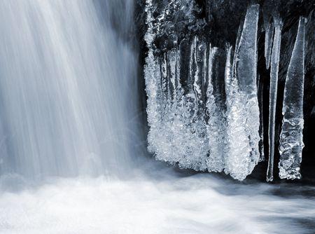 wintrily: torrente invernale nel parco nazionale di Sumava - Repubblica ceca  Archivio Fotografico