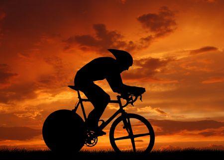 Road fietser silhouet in sunrise