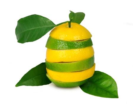lima limon: Limones y limas con hojas  Foto de archivo