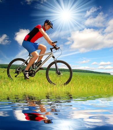 山地骑自行车的人