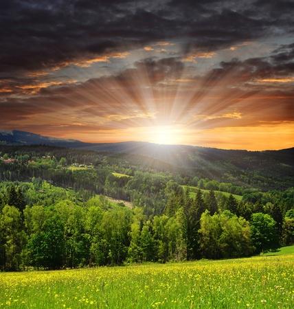 zons ondergang over het nationaal park Sumava in Tsjechische Republiek