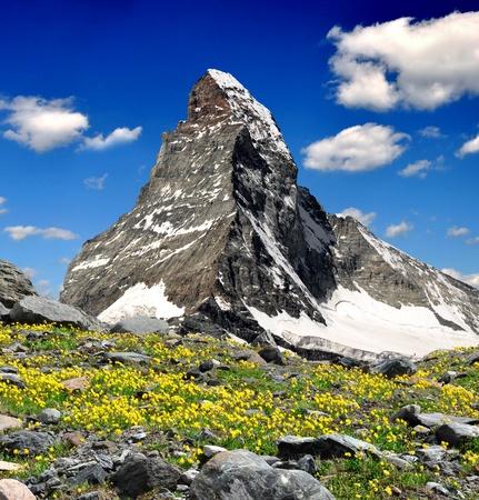 Bella montaña Matterhorn - Alpes suizos  Foto de archivo