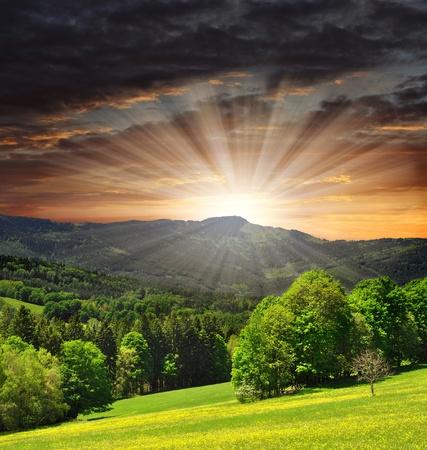 "wschód słońca: zachód sÅ'oÅ""ca nad park narodowy Sumava w Republice Czeskiej"