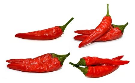 chiles picantes: Red Hot Chilli Peppers aisladas sobre fondo blanco