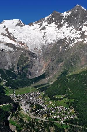 swiss alps: zobaczyć jednego z najbardziej popularnych ośrodków narciarskich w Europie - Saas Fee, Szwajcaria Zdjęcie Seryjne