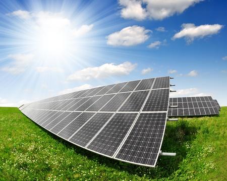 Alternativ: Solar panels with blue sky