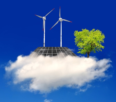 insolación: paneles de energía solar y turbinas de viento en las nubes