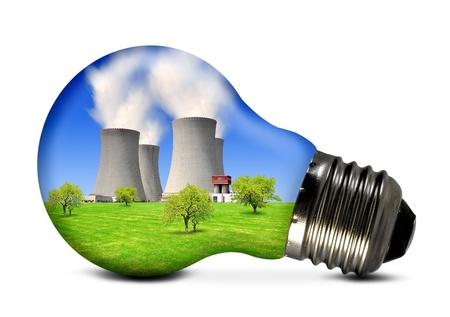 radiacion: Bombilla con la planta de energía nuclear