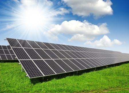 Alternativ: Solar energy panels against sunny sky - fisheye shot
