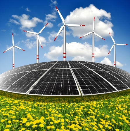 ahorro energia: Los paneles de energía solar y turbinas de viento Foto de archivo