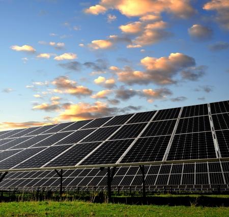 silicium: Solar energy panels in the setting sun