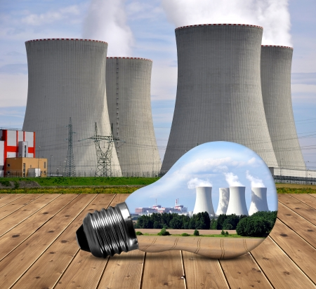 riesgo quimico: Planta de energía nuclear en el bulbo