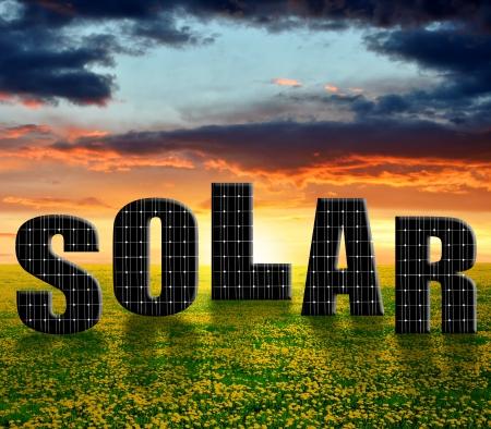 energia solar: Los paneles solares de energ?a en el sol poniente