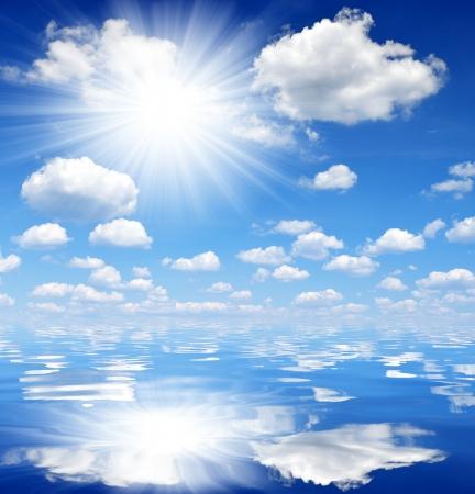 insolación: cielo nublado sobre el mar Foto de archivo