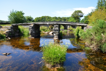 devon: The ancient clapper bridge in Dartmoor National Park, Devon England UK  Stock Photo
