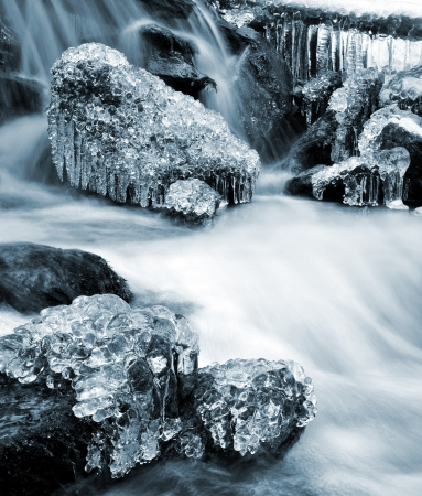 wintrily: Winter Creek nel parco nazionale Sumava - Repubblica Ceca Archivio Fotografico