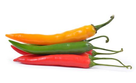Hot Chilli Peppers auf weißem Hintergrund