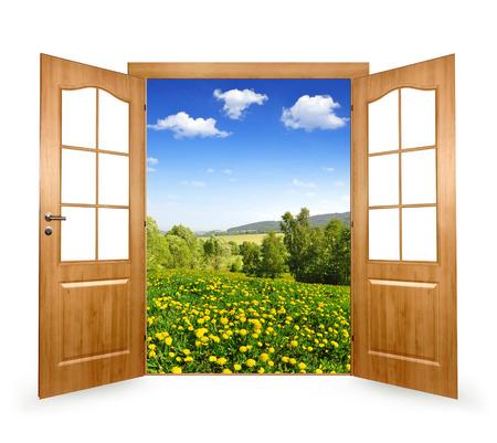 open doors: Abra la puerta de la primavera el paisaje