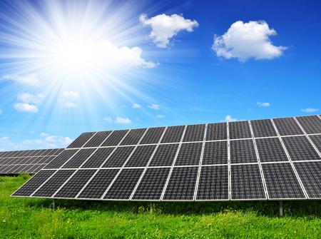 silicium: Solar energy panels against sunny sky