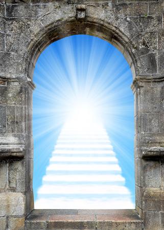 Porta con scala per il paradiso Archivio Fotografico - 33594774