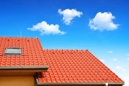瓦屋根の屋根の家