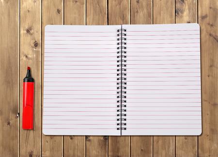 felt tip pen: Notebook wit felt tip pen on a wooden