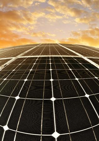 cielo atardecer: Solar energy panels against sunset sky
