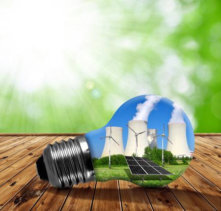 industria quimica: Planta de energía nuclear con turbinas eólicas y paneles solares en la bombilla. Concepto de los recursos energéticos.