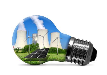 radiacion solar: Planta de energía nuclear con turbinas eólicas y paneles solares en bombilla aislado. Concepto de los recursos energéticos.