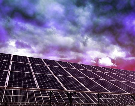 alternativ: Solar energy panels against storm clouds. Clean energy