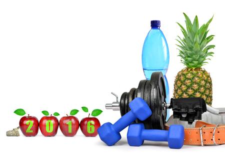 salud y deporte: Fruta, pesas y una botella de PET con agua potable. resoluciones saludables para el A�o Nuevo 2016