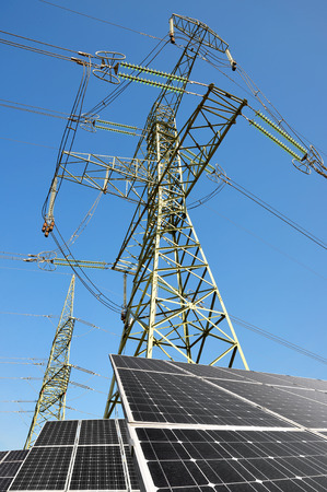 silicium: Solar panels with electricity pylons. Green energy concept.