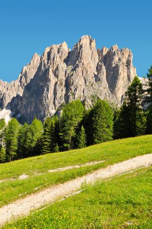 Dolomite pics Rosengarten à Val di Fassa, Italie Alpes Banque d'images