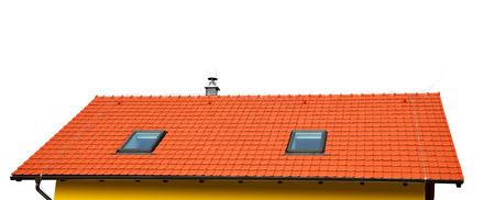 maison sur le toit avec toit de tuiles isolé sur fond blanc