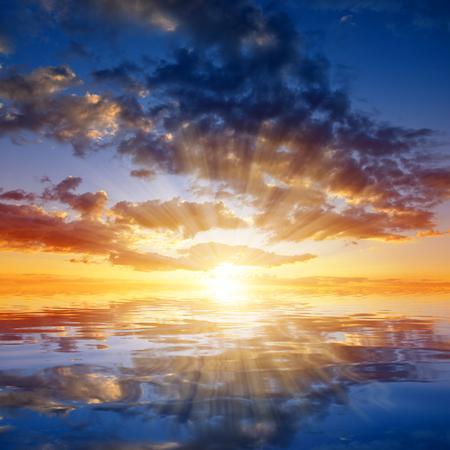 カラフルな空夕暮れの雲。自然の背景。 写真素材