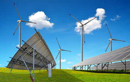Sonnenkollektoren mit Windenergieanlagen. Kraftwerk mit erneuerbarer Energie. Standard-Bild - 74332185