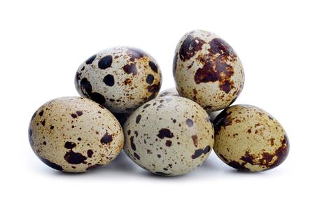 huevo blanco: Quail egg isolated on a white background.