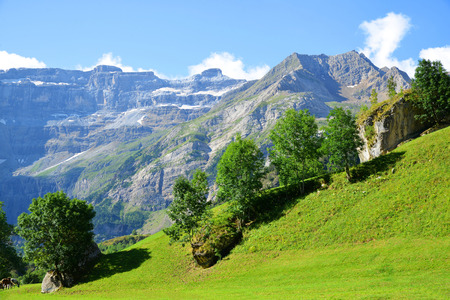Cirque de Gavarnie in the French Pyrenees. Summer mountain landscape. Imagens