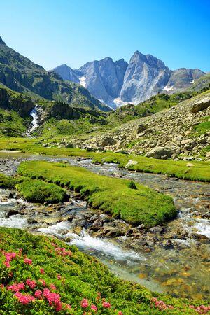 Montaña Vignemale en el Parque Nacional de los Pirineos. Occitanie en el sur de Francia.