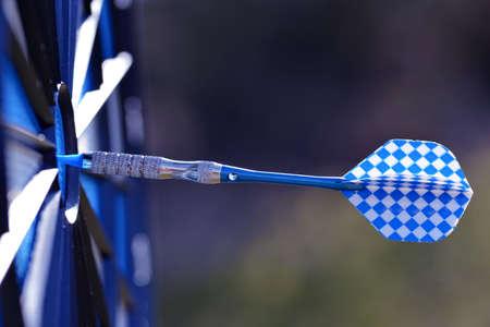 Blue arrow hit in the target center. Stockfoto